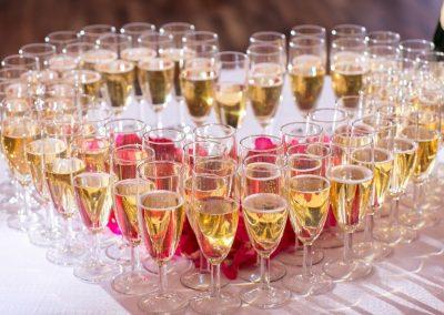 Une coupe de champagne?